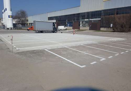 malowanie parkingów przed magazynem